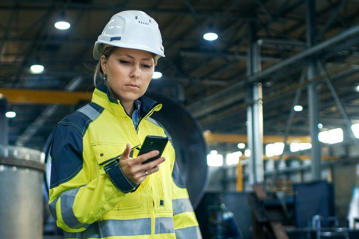 worker using Codesafe QIN app